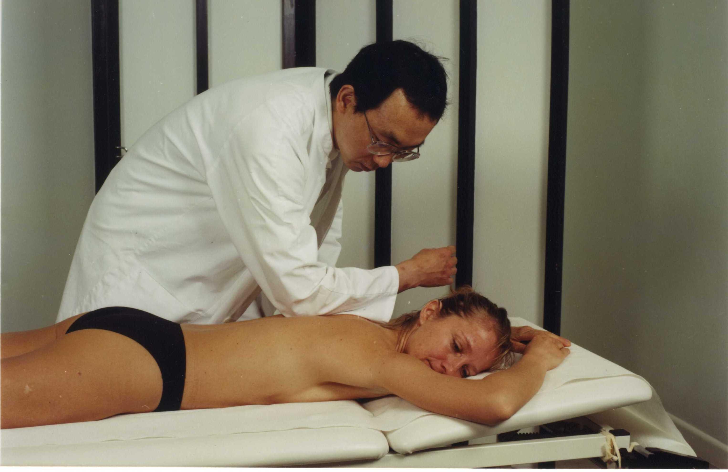 Blutenlassen an den Verbindungsgefäßen bei akuten und chronischen Rückenschmerzen